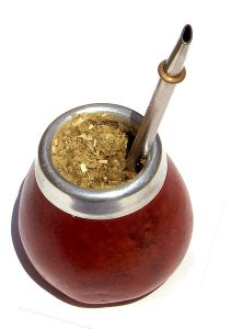 Mate, recipiente, yerba - Jorge Alfonso Hernández, licensed under the Creative Commons Attribution-Share Alike 2.5 Generic